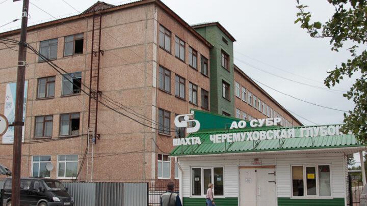К сезонному отключению горячей воды подготовились шахты СУБРа. На «Черёмуховской», например, своего часа дожидаются многотонные резервуары, способные обеспечить горячей водой два административно-бытовых комбината