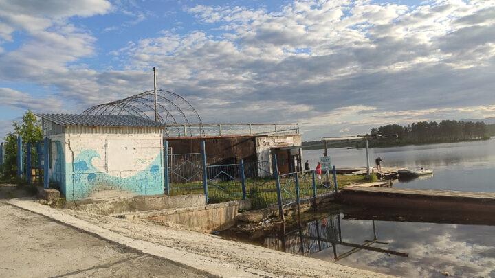 С 1 июня на Колонгинском водохранилище работает прокат лодок и катамаранов, а также роликовых коньков.