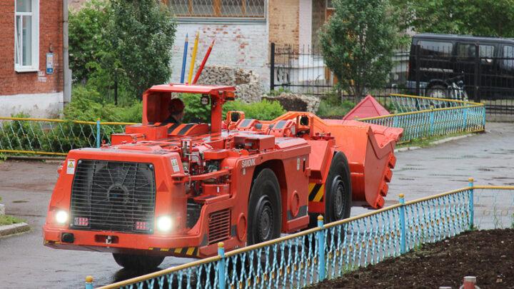 Шахта «Черёмуховская» получила новую погрузочно-доставочную машину (ПДМ)