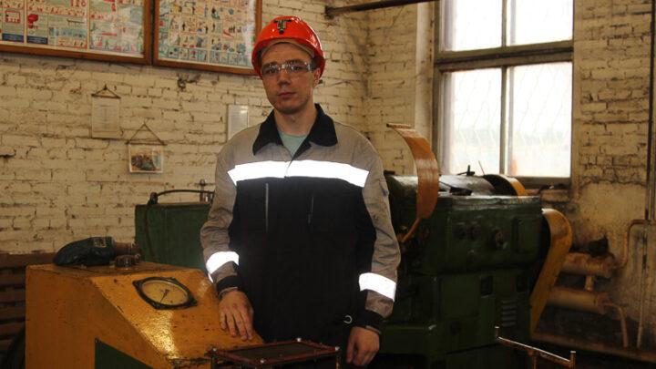 Электрослесарю Дмитрию Антропову всего 21. В филиале ИСО он трудится только полгода, но уже завоевал доверие товарищей серьёзным подходом к работе