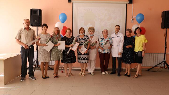 В преддверии Дня медицинского работника в актовом зале Североуральской ЦГБ прошёл торжественный вечер.
