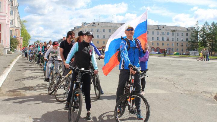 День России – один из самых молодых праздников нашей страны. Как он появился, много ли мы знаем о его истории и почему он празднуется именно 12 июня?