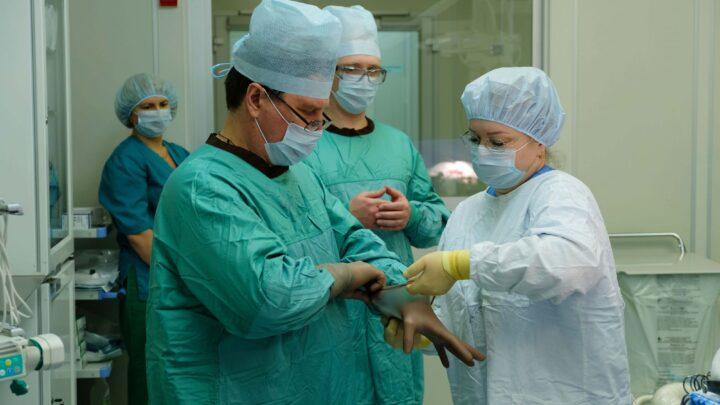 Врачи двух крупнейших свердловских клиник спасли пациентку, опухоль которой считалась неизлечимой