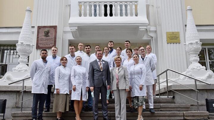 В 90 муниципалитетов региона отправятся молодые врачи