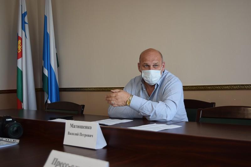 Глава округа В.Матюшенко ответил на вопросы депутатов Североуральской городской думы