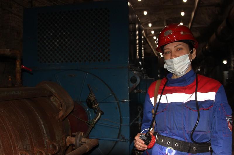 В недрах шахты «Черёмуховская» ежедневно несёт вахту команда электромонтёров, которая следит за уровнем воды, поступающей в выработки