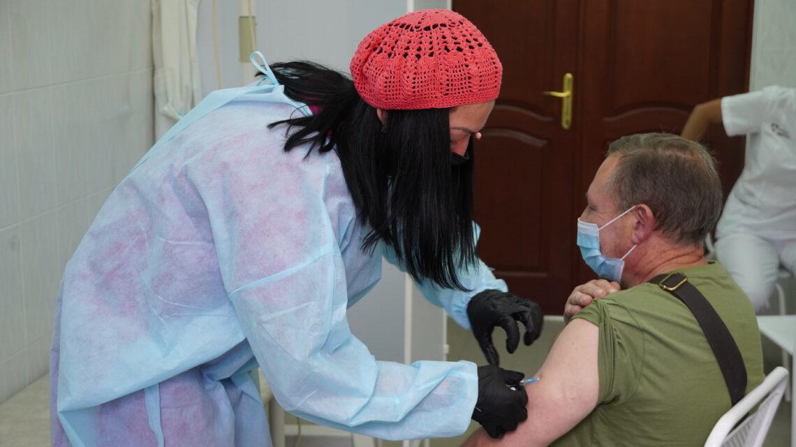 В поликлинике филиала Медицинского центра РУСАЛа открылся выездной пункт вакцинации
