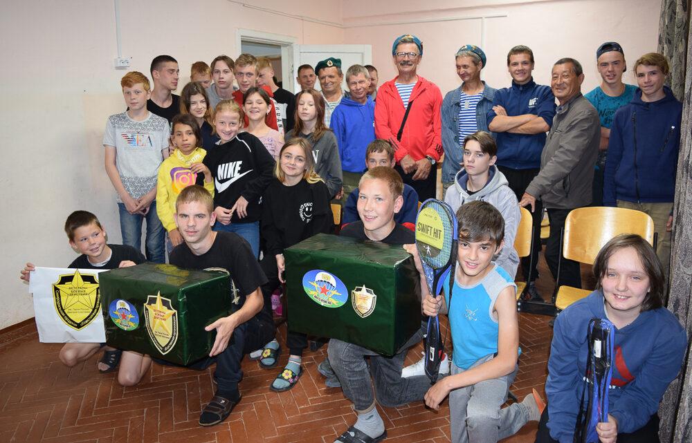 Ветераны-десантники пришли в гости в Социально-реабилитационный центр для несовершеннолетних