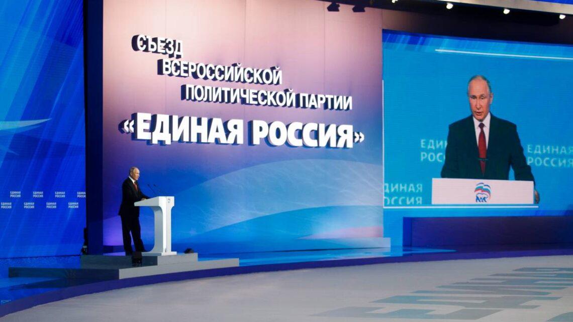 """Владимир Путин попросил депутатов от """"Единой России"""" контролировать, чтобы разовая выплата всем пенсионерам по 10 тысяч была организована максимально оперативно"""