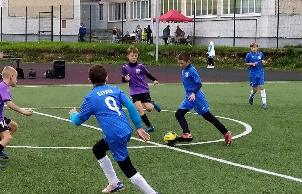 на площадке школы №8 состоялся третий турнир по мини-футболу «Летний кубок клуба «Уралец»