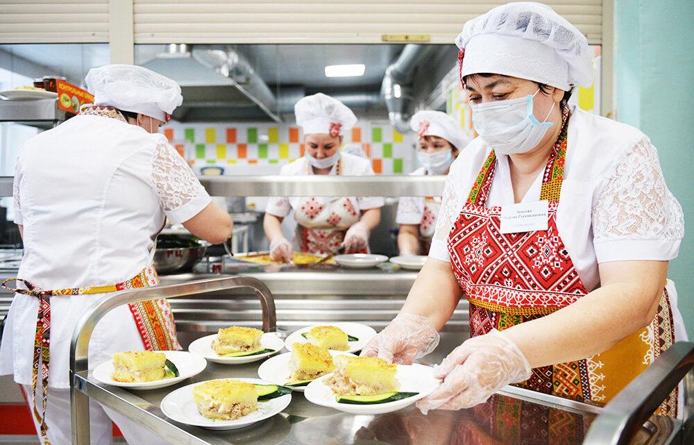 Почему в школах запрещены макароны по-флотски и яичница
