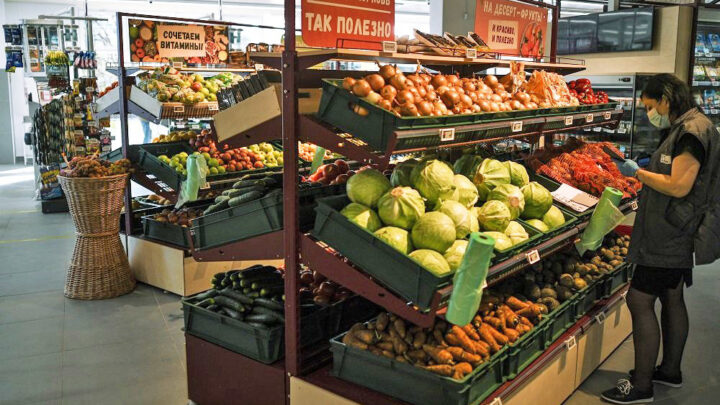 """ФАС предписала """"Магниту"""" и """"Пятерочке"""" снизить цены на продукты"""