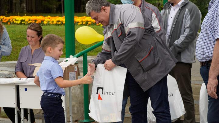 Компания РУСАЛ поддержала работников Североуральской промплощадки, чьи дети пошли в первый класс